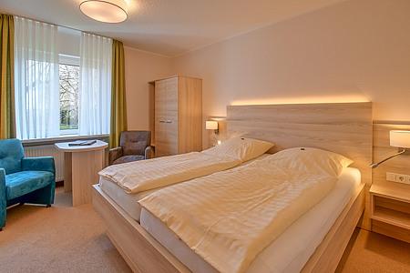 Fotos doppelzimmer in der pension ursula in neuharlingersiel for Zimmer neuharlingersiel